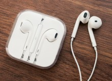 Let the fun rolls down your ears through I-phone 6s earphones.